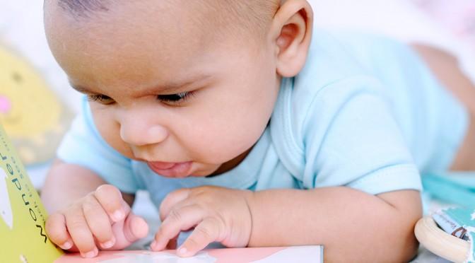 Hur läser man för barn som är 3 månader