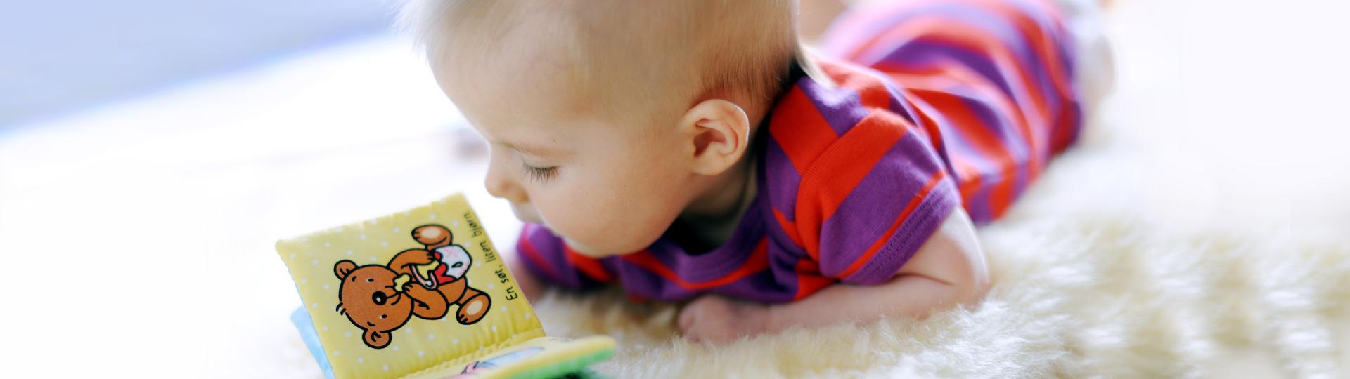 Hur läser man för barn som är 4 månader