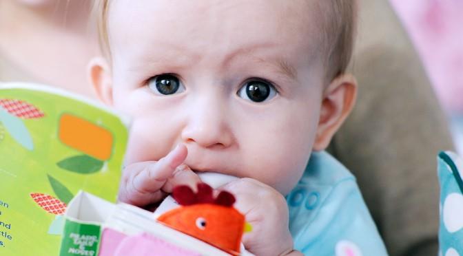 Hur läser man för barn som är 6 månader